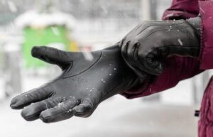 how to choose thin winter gloves material