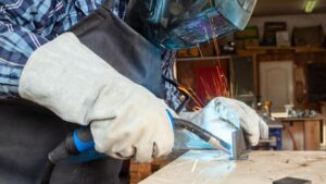 how to choose the gloves for welding work